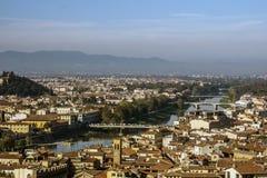 Панорамный взгляд Флоренса и реки Арно Италия, европа Стоковое Изображение