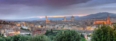 Панорамный взгляд Флоренса на заходе солнца от Piazzale Микеланджело, стоковые фотографии rf