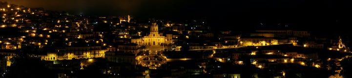 Панорамный взгляд чуточек на ноче Стоковая Фотография