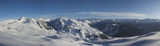 Панорамный взгляд лыжного курорта baqueira/берета Стоковые Изображения