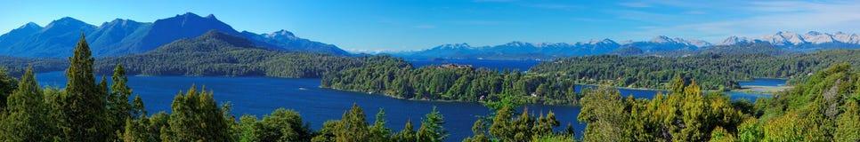 Панорамный взгляд Bariloche и своих озер, Патагонии, Аргентины Стоковое фото RF