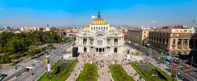 Панорамный взгляд Palacio de Bellas Artes в Мехико Стоковые Фото