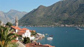 Панорамный взгляд Perast в заливе Kotor, Черногории акции видеоматериалы