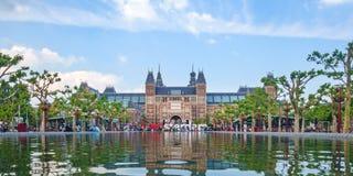 Панорамный взгляд Rijksmuseum с I Амстердамом подписывает внутри f Стоковая Фотография