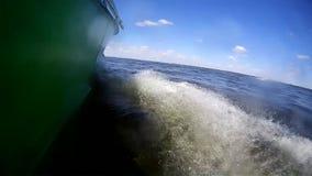 Панорамный видео- ландшафт реки на ложке мотора акции видеоматериалы