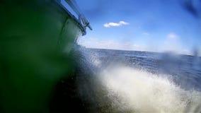 Панорамный видео- ландшафт реки на ложке мотора видеоматериал