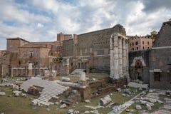 Панорамный вид виска Марса Ultor было старым святилищем в старом Риме стоковые фото
