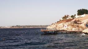 Панорамный вид дневного времени побережья Красного Моря курорта пляжа Sharm El Sheikh и Красного Моря акции видеоматериалы