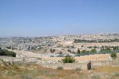 Панорамный вид к городу Иерусалима старым и Temple Mount, куполу утеса от Mt оливок, Израиль стоковое фото rf