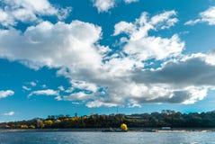 Панорамный вид к Реке Волга и городу Kozmodemiansk стоковые фото