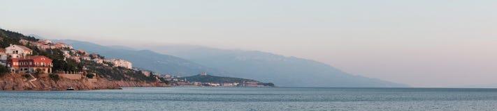 Панорамный вид на море в Хорватии Помох над горами стоковая фотография