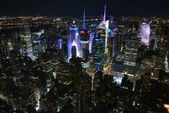 Панорамный вид на Нью-Йорке от Эмпайр-стейт-билдинг к ночь стоковая фотография rf