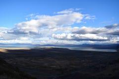Панорамный вид на озеро в moutains стоковые фотографии rf