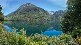 Панорамный вид на озеро Gunn в Новой Зеландии Стоковые Фотографии RF