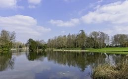 Панорамный вид озера восьмиугольник в Stowe, Buckinghamshire, Великобритании стоковая фотография rf