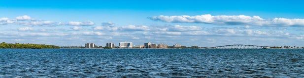 Панорамный вид прибрежных областей в ландшафте Punta Rassa стоковые изображения