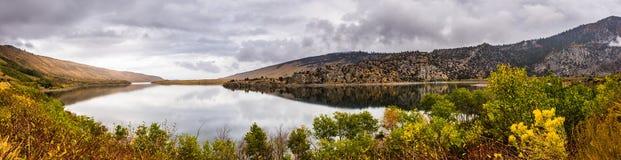 Панорамный вид серебряного озера стоковые изображения
