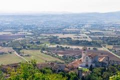 Панорамный вид собора Св.а Франциск Св. Франциск от ба Assisi стоковое фото rf