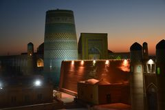 Панорамный вид Средней Азии Khiva Узбекистана на заходе солнца стоковое изображение
