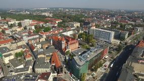 Панорамный вид с воздуха Гливица - в области Силезии Польши - центр города и исторический старый квартал городка сток-видео