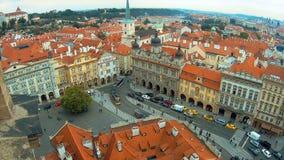 Панорамный вид с воздуха старого strana mala городка, чехии Праги Крыши красной плитки, 4k акции видеоматериалы