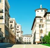 Панорамный вид улицы с домами стоковые фотографии rf