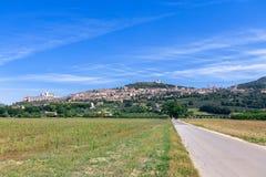Панорамный вид Assisi, в провинции Перуджа, Умбрия, оно стоковые фото