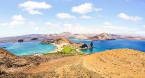 Панорамный вид Isla Bartolome на архипелаге островов Галапагос стоковые фото