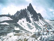 Панорамный вид Monte Paterno & x28; Paternkofel& x29; на популярном путешествии Tre Cime di Lavaredo стоковые изображения rf