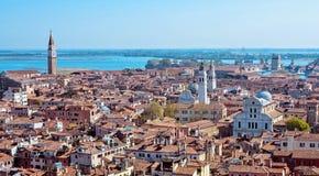 Панорамный воздушный взгляд городского пейзажа к Венеции в Италии Стоковое Фото
