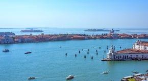 Панорамный воздушный взгляд городского пейзажа к Венеции в Италии Стоковые Изображения