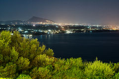 Панорамный городской пейзаж ночи Terrasini стоковое изображение rf