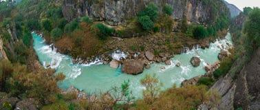 Панорамный ландшафт реки от национального парка каньона Koprulu в Manavgat, А стоковое изображение