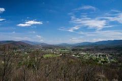 Панорамный нового замка от Rt 42 обозите стоковое фото