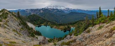 Панорамный обозите озера Eunice от пика Tolmie стоковое фото