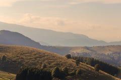 Панорамный пейзаж в горах Италии стоковые фото
