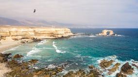 Панорамный pic Ла Portada, камней сгабривает в Антофагасте, Чили стоковые изображения