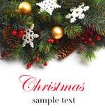 Пансионер рождества с ветвью ели с конусами и орнаментом Безделушки рождества в золотом и красном цвете Стоковые Фото