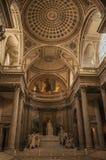 Пантеон внутри взгляда при высокие потолки, столбцы, статуи и картины богато украшенные в Париже Стоковое Изображение RF