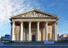 Пантеон в Париже с голубым небом Стоковая Фотография RF