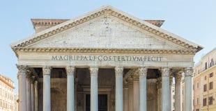 Пантеон в Риме с голубым небом Стоковые Изображения RF