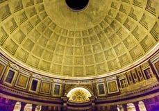 Пантеон Рим Италия алтара штендеров купола стоковое изображение rf