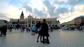 Пантомима в рыночной площади, Кракове, Польше сток-видео