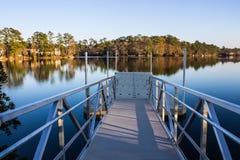 Пандус старта на озере для гребли Стоковое Изображение
