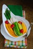 Папапайя, авокадо, спаржа, томаты вишни и салат куриной грудки Стоковые Изображения RF