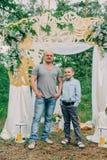 Папа и сын в фотосессии стоковые фото