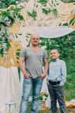 Папа и сын в фотосессии стоковые изображения rf