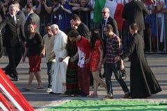 Папа 2016 дня молодости мира Фрэнсис с молодые люди стоковая фотография
