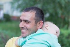 Папа с маленьким сыном стоковое фото