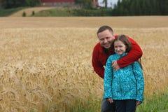 Папа с дочерью напольной стоковые фотографии rf